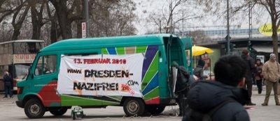 Mobikundgebung am 6. Februar 2010 vor der Altmarktgalerie - mit Störung durch 20 Nazis