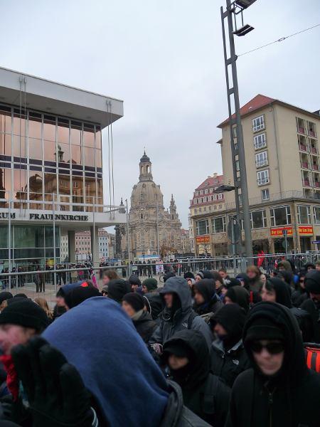 Demo auf der Wilsdruffer Straße Richtung Postplatz - Blick Richtung Elbe - Frauenkirche