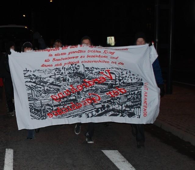 Transparent des AK Antifa Dresden zum 5. März 2010 in Chemnitz