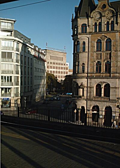 Gewerkschaftshaus am Schützenplatz vom Bahnhof Mitte aus gesehen durch die Laurinstraße