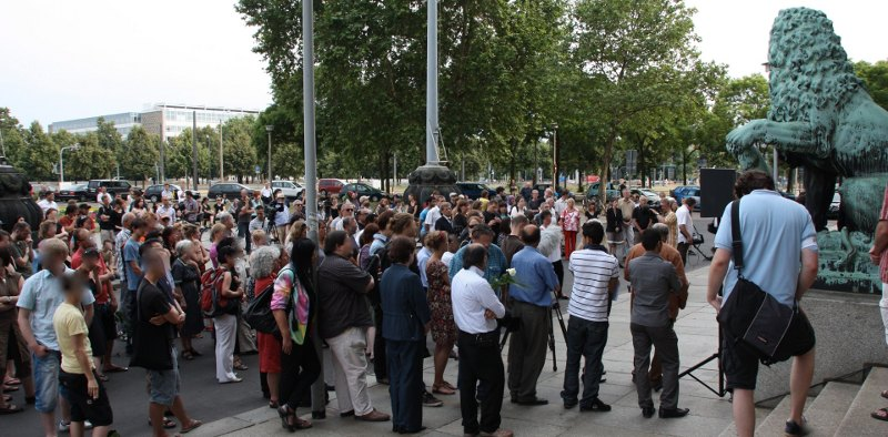 Kundgebung vor dem Rathaus